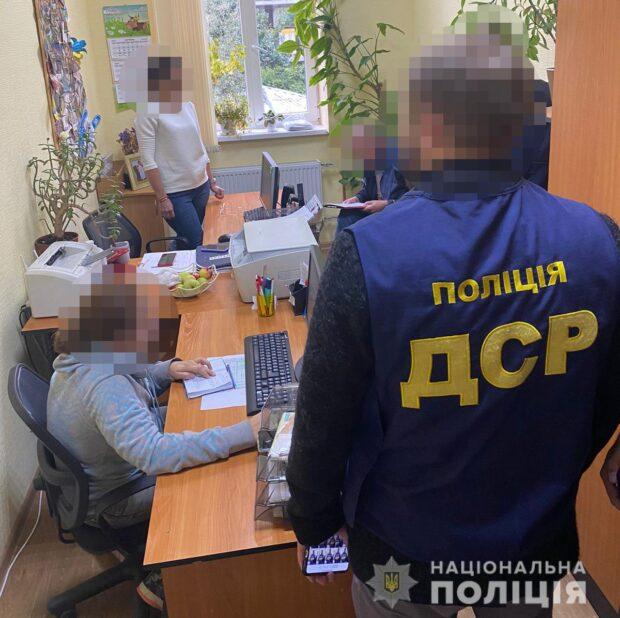 В Харькове на взятке разоблачили чиновницу квартирно-эксплуатационного отдела