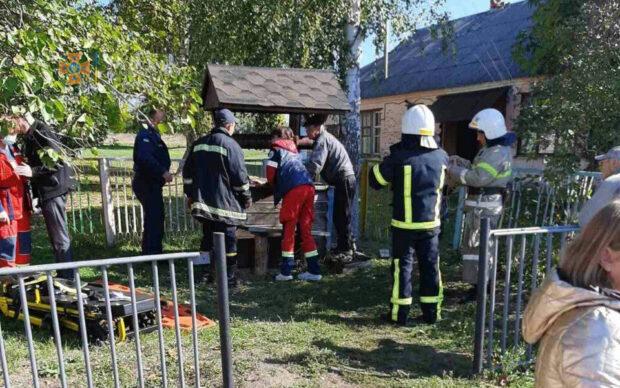 Под Харьковом девушка упала в 12-метровый колодец