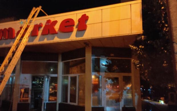 В Харькове ночью сгорел продуктовый магазин