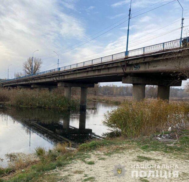 Под мостом в Харьковской области нашли тело женщины