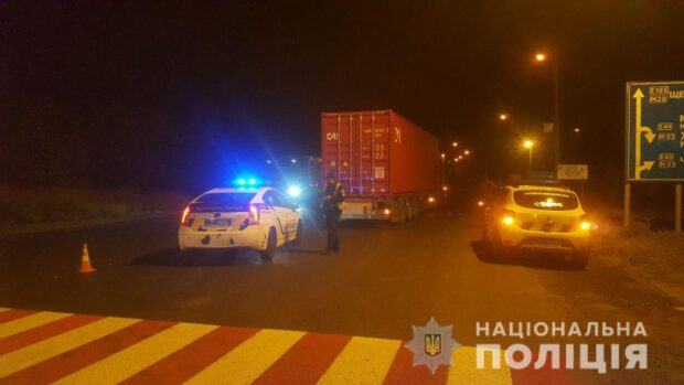 В Харькове полиция задержала водителя грузовика, который сбил подростков