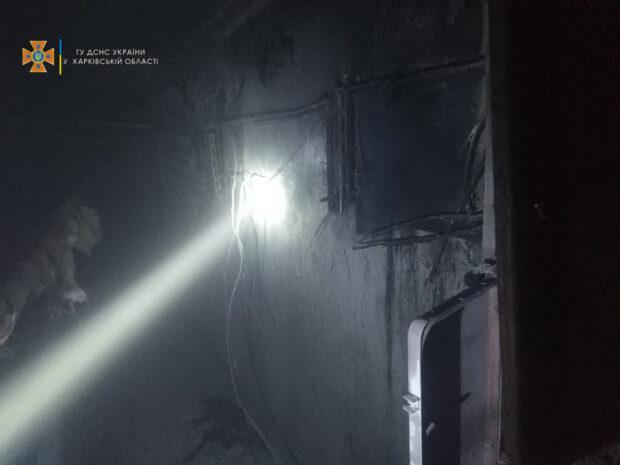 В Харькове в жилом доме загорелась электрощитовая: пожарные спасли женщину, которая застряла в лифте