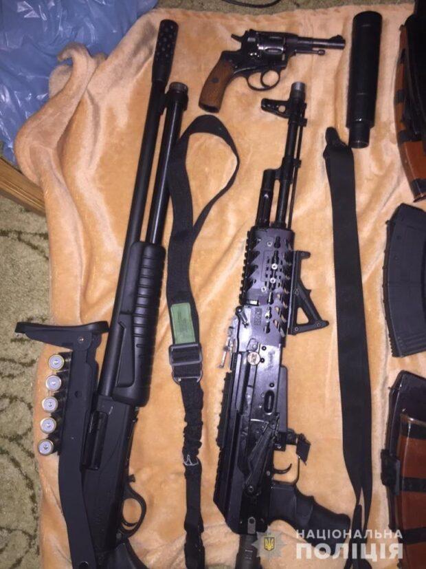 В Харькове задержали мужчину, который покупал оружие в зоне проведения ООС и хранил его дома