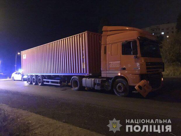 В Харькове один из подростков, который попал под колеса грузовика, умер в больнице