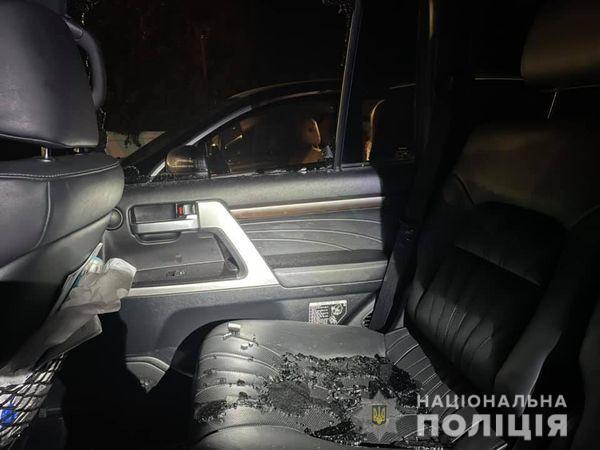 В автомобиле депутат Харьковского горсовета неизвестны разбили стекло