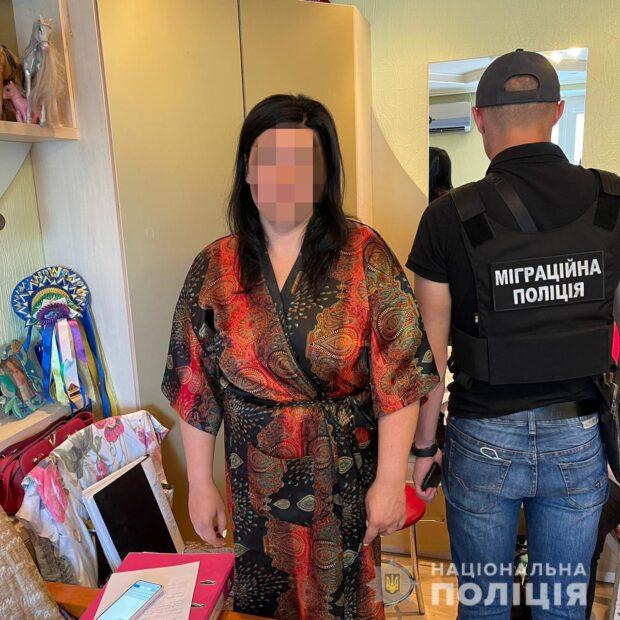 В Харькове полицейские разоблачили схему незаконной легализации иностранцев