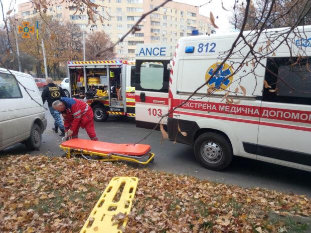 В Харькове столкнулись микроавтобус и легковушка: один из водителей попал в больницу