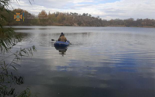 В Харькове спасатели достали из воды тело погибшего мужчины