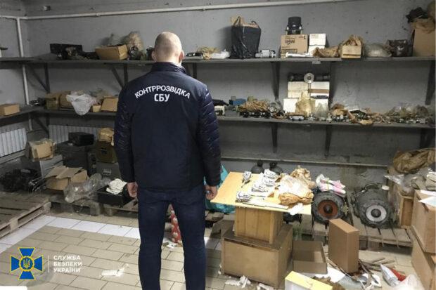 В Харькове должностные лица госпредприятия поставляли в РФ комплектующие к боевым самолетов