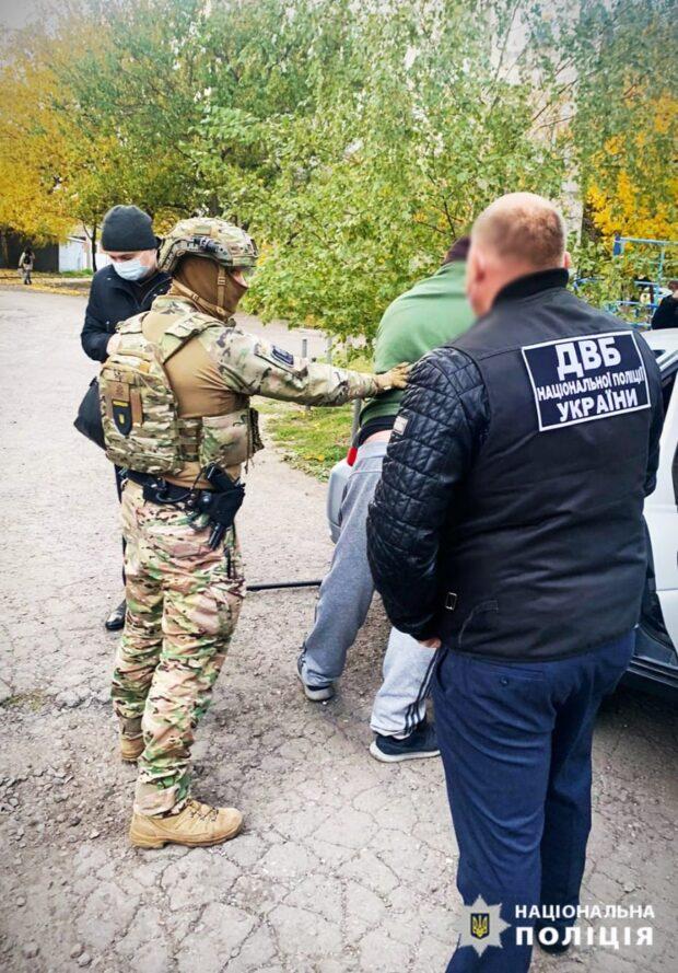 В Харькове на сбыте наркотиков задержан бывший сотрудник органов внутренних дел