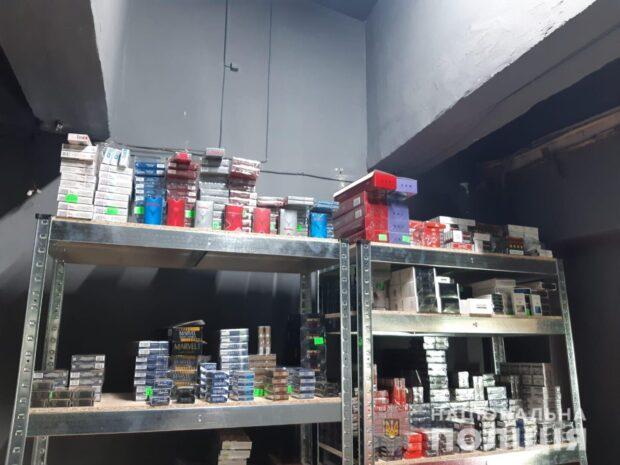 В Харькове изъяли более 6000 пачек сигарет, которыми торговали в метро