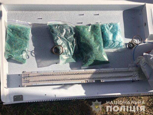 Под Харьковом задержали мужчину, который нес в корпусе обогревателя один килограмм наркотиков