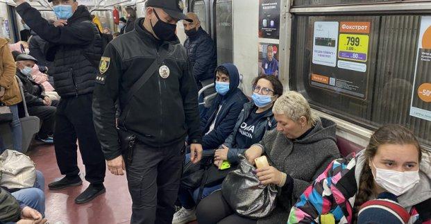 В харьковском метро проходят рейды по выявлению нарушителей масочного режима