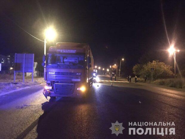 В Харькове на пешеходном переходе грузовик сбил двоих подростков