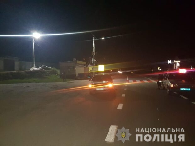 Под Харьковом автомобиль сбил мужчину: пострадавший попал в больницу