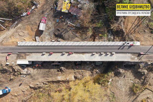 В Дергачах заканчивают ремонт правой части моста